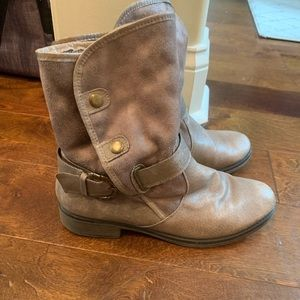 Bare Traps booties, grey, size 7.5